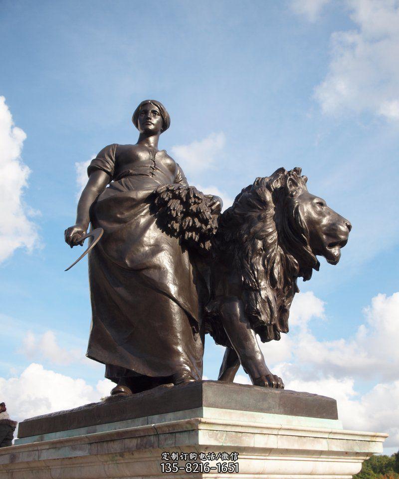 广场拿着镰刀和稻子女人和雄狮景观铜雕