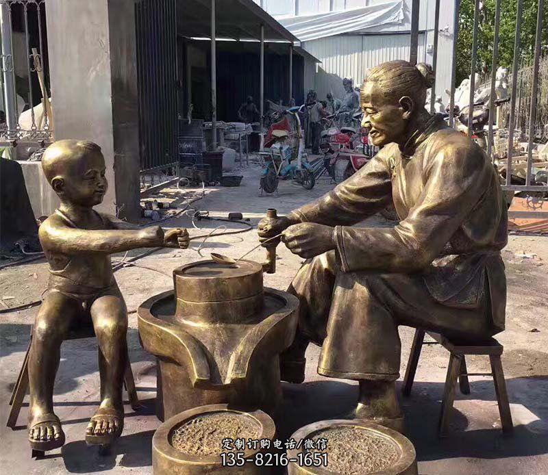 公园磨豆子的人物小品铜雕
